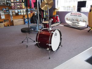 Isn't that mini drum kit the cutest thing ever!!